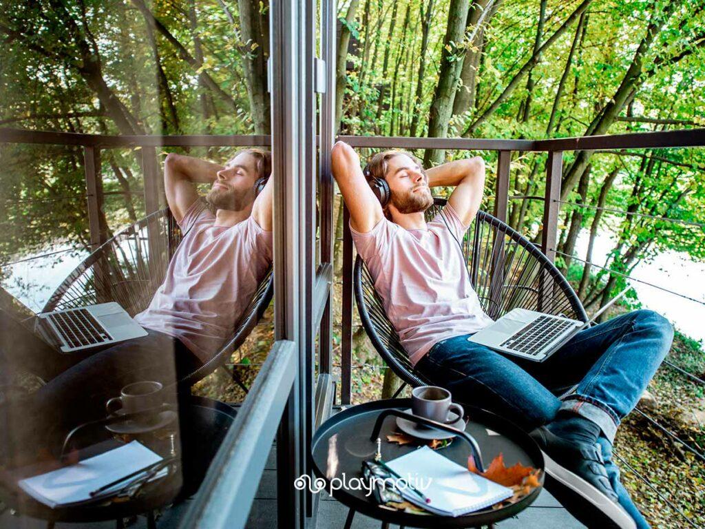 Cómo desconectar del trabajo en vacaciones - Productividad y motivación - Gamificación para empresas